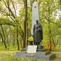 Памятник  в Кагарлицком парке