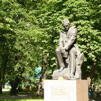 Памятник Шевченко в парке