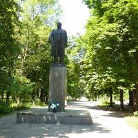 Памятник Ленину в парке
