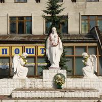 Памятник  в центре города