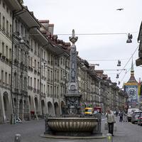 Статуя на улице города Берн