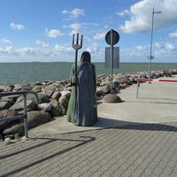 Рохукюла, в порту встречает Нептун