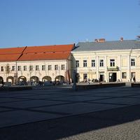 Дома на площади