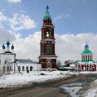 Свято-Покровкская церковь с колокольней и Церковь Святого Великомученика Никиты