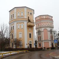 Старые водонапорные башни Кася и Бася