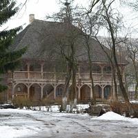 Во дворе Бригитского монастыря. Лямус, служивший общежитием для монахинь-бригиток