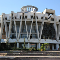 Здание на территории парка