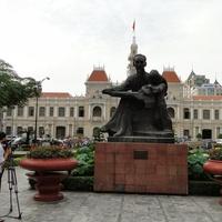 памятник Хо-Ши-Мину