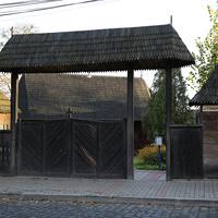 Вход на территорию Николаевской церкви