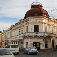 Бывший жилищно-торговый дом