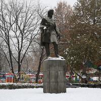 Памятник Хачатуряну Абовян