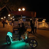 Ночью на центральной набережной.