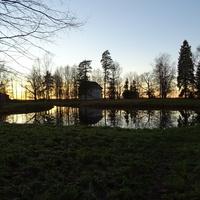 Пруд в усадебном парке