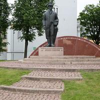 Памятник первому президенту Латвийской Республики Янису Чаксте