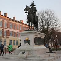Памятник Барклаю де Толли