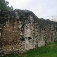 Остатки древнего амфитеатра
