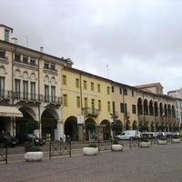 Площадь около базилики