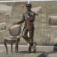 Памятник на улице Ленина