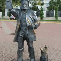"""Скульптура """"Маячник"""" на Лермонтовском бульваре."""