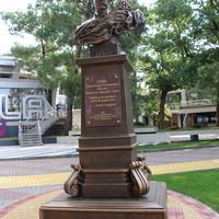 Памятник А.Грину.