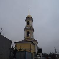 Колокольня соседнего Спасо-Преображенского мужского монастыря