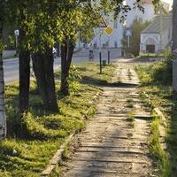 Тротуар возле действующей церкви Рождества Христова