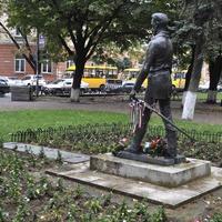 Памятник Шандору Петефи в сквере