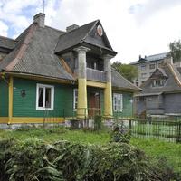 Старый дом поблизости автовокзала
