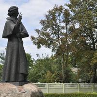 Памятник Адаму Мицкевичу, родившемуся в Новогрудке