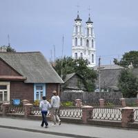 Улица города и церковь Михаила Архангела