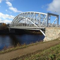 Мост Белелюбского - мост через реку Мсту в черте города Боровичи Новгородской области. Известен как первый арочный мост в России