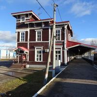 Здание деревянного железнодорожного вокзала станции Боровичи