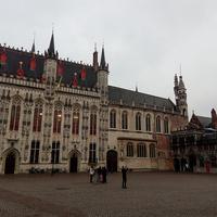 Площадь Бург с городской ратушей
