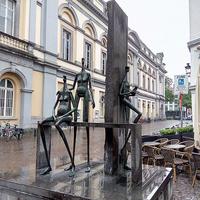 Скульптура на улице города