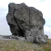 Знасенитый камень в селе Подкамень