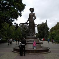 Памятник оперной певице Соломии Крушельницкой