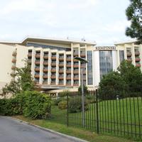 """Отель """"Кемпински""""."""