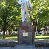 Памятник В.И. Ленину в Первомайском сквере.