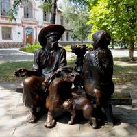 Скульптура около городского лицея