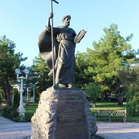 Памятник Андрею Первозванному.