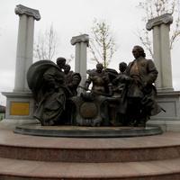 Скульптура на площади