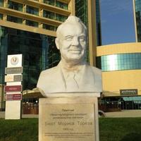 Памятник М.Торезу