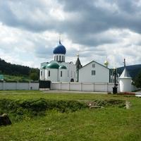 Свято-Троицкий Кирилло-Мефодиевского женский монастырь в селе Драчино