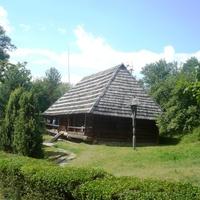 Старая школа  на территории замка
