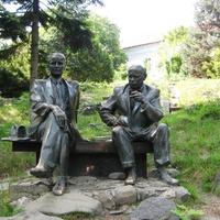 Памятник местным художникам