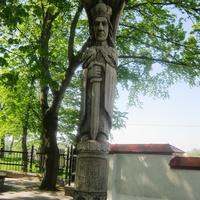Деревянный Витовт стоящий перед новым и старым замком