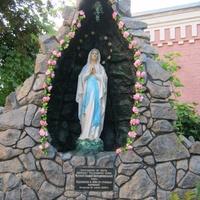 Двор костела Святой Варвары