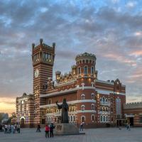 Памятник Патриарху Алексию II на площади