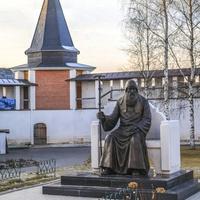 Памятник Патриарху Иову
