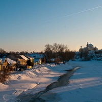 Вид на Тверецкую набережную в сторону Борисоглебского монастыря